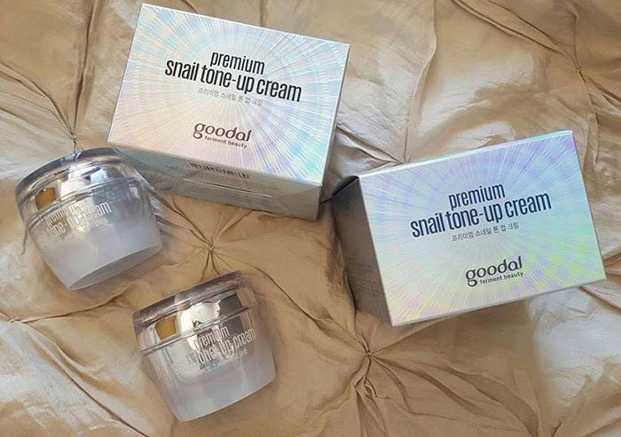 duong-da-mat-kem-duong-trang-da-cao-cap-oc-sen-goodal-premium-snail-tone-up-cream-han-quoc-5516