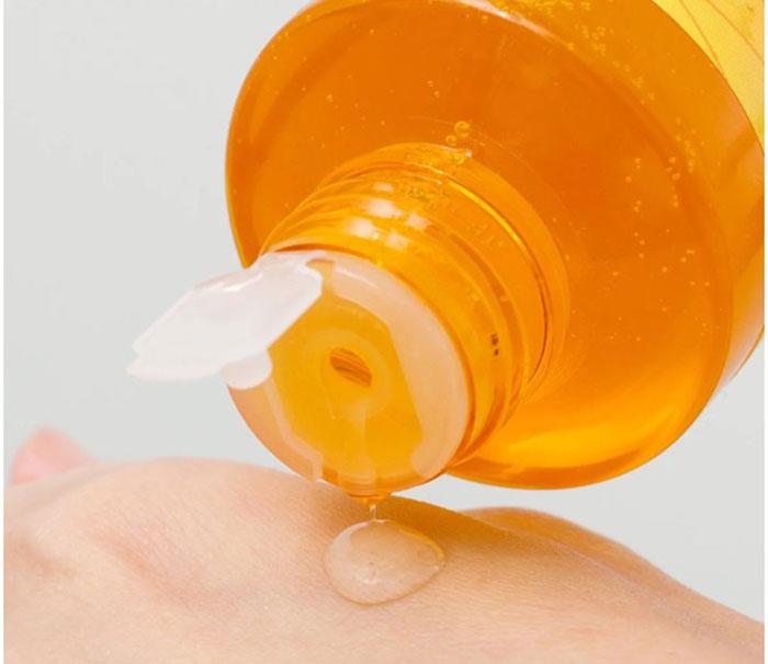 duong-da-mat-nuoc-duong-am-trang-da-hoa-qua-vitamin-c-whitening-water-liquid-250ml-5952
